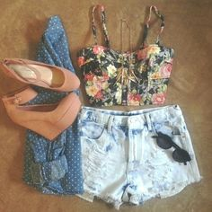 Cute:) I would wear this bustier with a black skirt though:) still a cute outfit!❤️