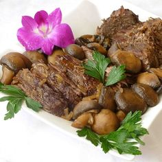 """Mushroom Slow Cooker Roast Beef 