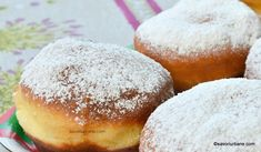 Gogosi berlineze pufoase - reteta germana de Berliner Krapfen | Savori Urbane Romanian Desserts, Hamburger, Lunch, Bread, Food, Sweet Treats, German Recipes, Meal, Hamburgers