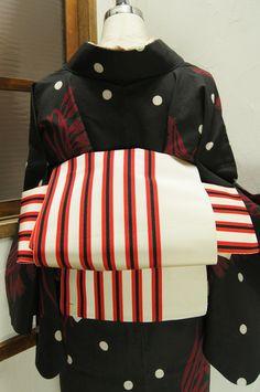 オフホワイトと赤と白のモダンカラーストライプがスタイリッシュな単帯です。