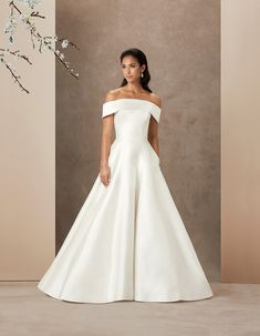 Don't miss these Caroline Castigliano 2019 50 classic timeless wedding dresses Most Expensive Wedding Dress, Sell Wedding Dress, Western Wedding Dresses, Celebrity Wedding Dresses, Luxury Wedding Dress, Classic Wedding Dress, Timeless Wedding, Designer Wedding Dresses, Bridal Dresses