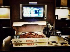 Cu-Cu MOOD!! Meritata pizza in camera!!!