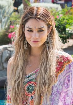 Vanessa Hudgens at Coachella 2014                                                                                                                                                                                 Mehr