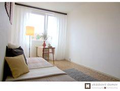 Home Staging částčně zařízeného panelového bytu v Praze Řepích #praha #prague #czech #homestaging #pred #po #before #after #white #walls #loznice #bedroom #panelak #cz