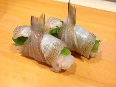『地物キスの丸め寿司』  寿司ダネには、珍しいキスを、軽く〆てお寿司にしてみました。  これからよく出回るカスゴ(真鯛の幼魚)に似て魚本来の甘みが有り美味しいです。@のと前回転寿司 夢市 七尾店