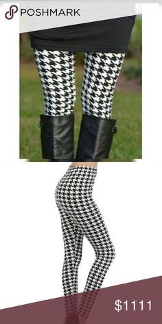 ❣Just IN❣Houndstooth Leggings❣ Black and White Houndstooth leggings  92% Polyester 8% Spandex  One Size Fits All Pants Leggings