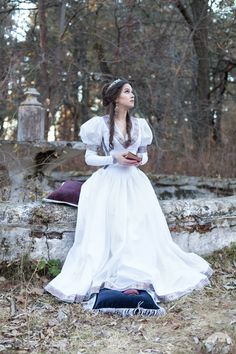 Elegant fantasy dress for period and medieval events and renaissance fairs. Great look, made-to-measure options and worldwide shipping Medieval Dress, Medieval Clothing, Corset Costumes, Medieval Wedding, Gothic Wedding, Red Wedding Dresses, Bridesmaid Dresses, Fantasy Gowns, Disney Princess Dresses