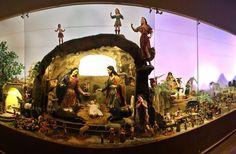 El Convento del Carmen Alto exhibe al público el Belén Carmelitas elaborado entre el siglo 18 y 19 con figuras artesanales que representaban escenas costumbristas de la época.