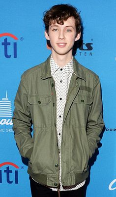 Cute i love spud all the way #spudforever or should i say for life that works #spudforever and #spudforlife Love you Troye Sivan Mellet comment your favorite song by Troye Sivan my favorite is suburbia i thinks thats hoe you spell it