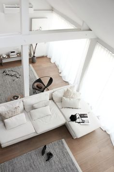 5 Stylish Interiors Every Minimalist Will Love (The Edit) Living Room Interior, Home Living Room, Home Interior Design, Interior Architecture, Living Spaces, Diy Interior, Apartment Interior, Room Inspiration, Interior Inspiration