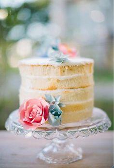 me encantan los pasteles rusticos para bodas!!