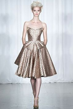 Runway, gold dress ...now go forth and share that BOW  DIAMOND style ppl! Lol ;-) xx