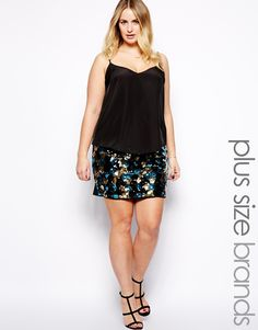 skirtbyJunaroseMade from an easy-care poly fabricFitted, stretch waistbandSequin embellished frontHigh-rise, bodycon fitABOUT JUNAROSEDedicated to designing for sizes up to 28, Danish label Junarose is the plus size sister of Vero Moda and Only. Focused on embracing the female silhouette, each collection is carefully tailored with flattering cuts. Enhance those curves with transitional pieces, such as pencil skirts, bodycon dresses and cute print blouses.