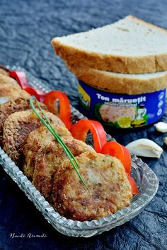 Chifteluţe din cartofi cu ton şi usturoi Romanian Food, Fish And Seafood, Salmon Burgers, Frugal, Steak, Yummy Food, Delicious Recipes, Deserts, Pork