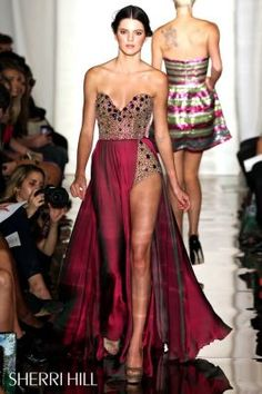 Kendall Jenner walks the runway for Sherri Hill at New York Fashion Week 2011 alyce-paris-dresses-you-love Kendall Jenner Runway, Kendall E Kylie Jenner, Fashion Week, Runway Fashion, Fashion Show, Dress Fashion, Kily Jenner, Vestido Sherri Hill, Strapless Dress Formal