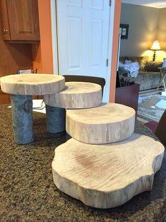 Discover thousands of images about Rustic Log Dessert Cupcake Stand Jar Crafts, Wood Crafts, Table Verte, Rustic Cupcakes, Deco Table Noel, Diy Holz, Wood Slab, Diy Hanging, Wood Slices