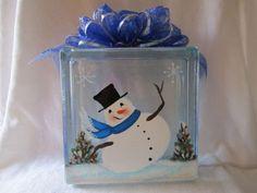 Lighted Happy Snowman on Glass Block Craft Painted Glass Blocks, Decorative Glass Blocks, Lighted Glass Blocks, Cute Crafts, Decor Crafts, Diy Crafts, Cubes, Glass Block Crafts, Christmas Decorations
