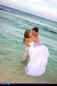 Trash the dress - ocean.