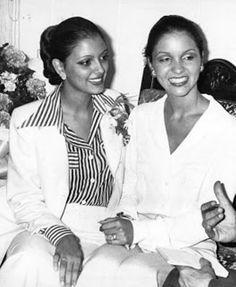 Dos Reinas, dos Hermosas Chicas que el año 1976 dejaron plasmadas Dos Historia, Elluz Peraza Abdica por Amor a la Corona como la mujer mas Bella y Judith Castillo Quien de manera Sorprendente Sucede a Elluz como la Nueva Soberana como Miss Venezuela 1976..