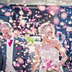 There are so many things to love about this wedding, from the amazing flowers to the prettiest of décor in the barn. LOVE.