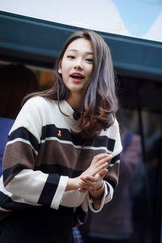 kang mina I.O.I. Kpop Girl Groups, Korean Girl Groups, Kpop Girls, Kim Chungha, A Girl Like Me, Kpop Hair, Rp 1, Pre Debut, Jellyfish Entertainment