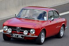 Classic Car News Pics And Videos From Around The World Alfa Romeo 1750, Alfa Romeo Gta, Vintage Racing, Vintage Cars, Vintage Metal, Classic Sports Cars, Classic Cars, Fiat 500, Alfa Brera