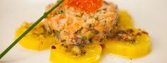 Zeste | Tartare de saumon aux kiwis marinés Kiwi, Food Experiments, Carpaccio, Risotto, Entrees, Mashed Potatoes, Salmon, Eggs, Stuffed Peppers