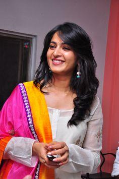 Anushka Shetty ( ಅನುಷ್ಕ ಶೆಟ್ಟಿ; )