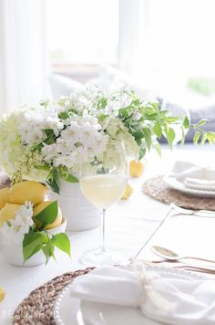 Summer entertaining is easy when you set this cheerful white and yellow summer tablescape using fresh flowers and fruit. White Napkins, Decorating On A Budget, Summer Decorating, Interior Decorating, Table Design, Holiday Lights, Organic Shapes, Fresh Flowers