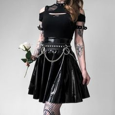 Wide skirts or tight skirts? Gothic Outfits, Edgy Outfits, Grunge Outfits, Pretty Outfits, Cool Outfits, Fashion Outfits, Alternative Outfits, Alternative Fashion, Dark Fashion