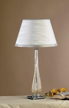 lampe de table de fabrication artisanale. Pied en verre de Murano
