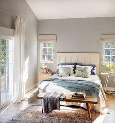 Une maison adaptée à une famille nombreuse - PLANETE DECO a homes world Master Bedroom Design, Home Bedroom, Bedroom Decor, Bedroom Ideas, Master Bedrooms, Interior Design Degree, Home Interior Design, Ikea Night Tables, Bedside Tables