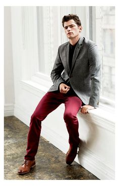 #DavidRoemer Shoots #SeanOPry for #H&M wool collection in 2013, shows how to pair up a grey jacket, red trousers and BROWN SHOES, for a great smart/casual look. This look would take you from the office to the bar/pub or make a great weekend outfit. So versatile, it will take you anywhere.