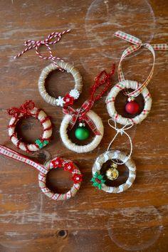 Diy xmas ornaments, xmas wreaths, xmas crafts, decoration noel, christmas p Christmas Ornament Crafts, Christmas Crafts For Kids, Homemade Christmas, Christmas Projects, Christmas Fun, Holiday Crafts, Christmas Wreaths, Christmas Decorations, Beautiful Christmas