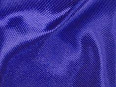 Luminous (Ink). Tecido semelhante ao cetim, porém com suave textura de risquinhos na diagonal, leve e com brilho acetinado. Sugestão para confeccionar: camisaria, vestidos festa, blusas, shorts, entre outros.