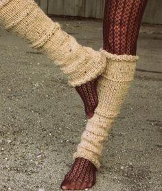 Fuente: http://www.etsy.com/listing/87311827/leg-warmers-knit-leg-warmers-tan-leg?