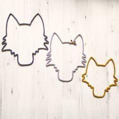 { Trophées de Loups } Anne @nanou6875 m'a commandé une famille de loups! [Coloris: Papa Loup: anthracite /Maman Loup: gris perle flots anthracite&moutarde /Bébé Loup: moutarde] #manitricotine#loup#trophee#tricotin#tricotinaddict#faitmain#creationunique#wolf#wool#wooladdict#spoolknitting#knitforkids#knit#knitting#knittersofinstagram#handmandwithlove#madeinlyon#madeinfrance#lesptitsbonheursdemani