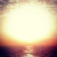 """""""La gente que esta tratando de hacer este mundo peor no toman ni un día libre, ¿como podría tomarlo yo?"""" Bob Marley #frase #amanecer #sol #solnaciente #mar #libre #malecon #santodomingo #republicadominicana #caribe #rd #sd #sdq #maroteandord"""