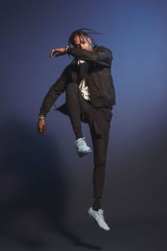 Travis Scott on his new Nike Air VaporMax Campaign - Fucking Young! Nike Air VaporMax ''Day to Night'' collection campaign with Travis Scott. Travis Scott Art, Travis Scott Outfits, Kylie Travis, Travis Scott Fashion, New Nike Air, Nike Air Vapormax, Nike Campaign, Kylie Jenner, Travis Scott Wallpapers