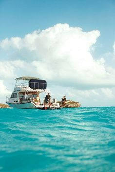 A Dive Provo boat hovers over one of Turks & Caicos' spectacular reefs, I hope I can convince my hubby to go diving..;)