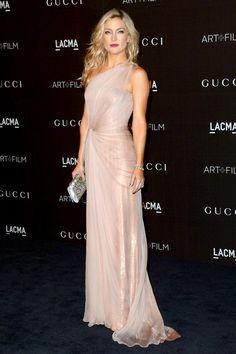 LACMA Art + Film Gala - Kate Hudson in a pale pink asymmetric Gucci gown. Elegant Dresses, Pretty Dresses, Beautiful Dresses, Kate Hudson, Traje Black Tie, Gucci Gown, Gucci Clutch, Britney Spears Photos, Vestidos Fashion