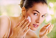 If you take the right care and you use the best face wash, you can be hopeful of getting rid of acne. Here are the 10 best face washes for oily & acne prone skin. Natural Face Wash, Natural Skin Care, Skin Care Regimen, Skin Care Tips, Psoriasis Remedies, Homemade Scrub, Homemade Face Masks, Tips Belleza, Drupal