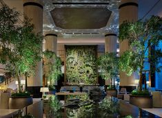 Japanese interior studio Bond Design teamed up with international craftspeople and artisans to create a breath-taking urban oasis for Shangri-La Singapore. Shangri La Singapore, Singapore Art, Shangri La Hotel, Hotel Lobby, Hotel S, Lobby Lounge, Jackson Hole, Costa Rica, Rosewood Hotel