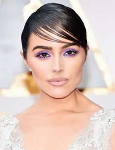 In a glittering sea of gorgeous makeup at the 2017 Oscars, this colourful smoky eye was the standout – and it's a drugstore brand.