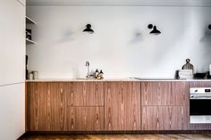 Classy home with natural materials - via Coco Lapine Design