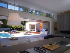 Modern Day U-Shaped California House With Central Patio
