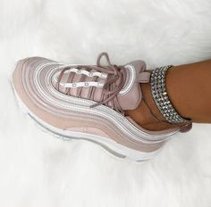 Astra colors) Nike Air Max 97 in rosé // Foto: oliwyesoukupova Air Max 97, Sneakers Mode, Vans Sneakers, Sneakers Fashion, Sock Shoes, Cute Shoes, Me Too Shoes, Trendy Shoes, Nike Air Max Plus