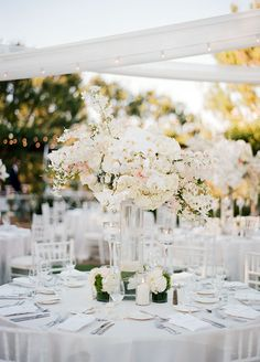 his outdoor affair was an elegant mix of organic neutrals turned glam with a touch of metallic, every glam bride needs to see this!