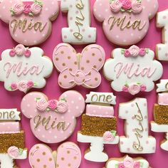 💕✨Sweet and simple Minnie Mouse set for a first birthday 🌸💖 * * * * * * - My WordPress Website Minnie Mouse Cookies, Minnie Mouse Decorations, Minnie Mouse Theme Party, Minnie Mouse Birthday Cakes, Mickey Cakes, Mickey Birthday, Mini Mouse First Birthday, First Birthday Cookies, 1st Birthday Party For Girls