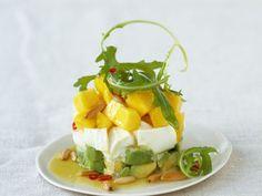 Probieren Sie den leckeren Mozzarella mit Avocado und Mango von EAT SMARTER!